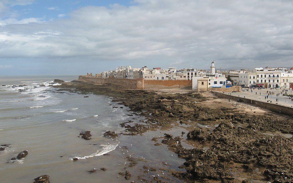 https://www.zamanitours.com/wp-content/uploads/2018/11/1024px-Ramparts_of_Essaouira-1024x640.jpg